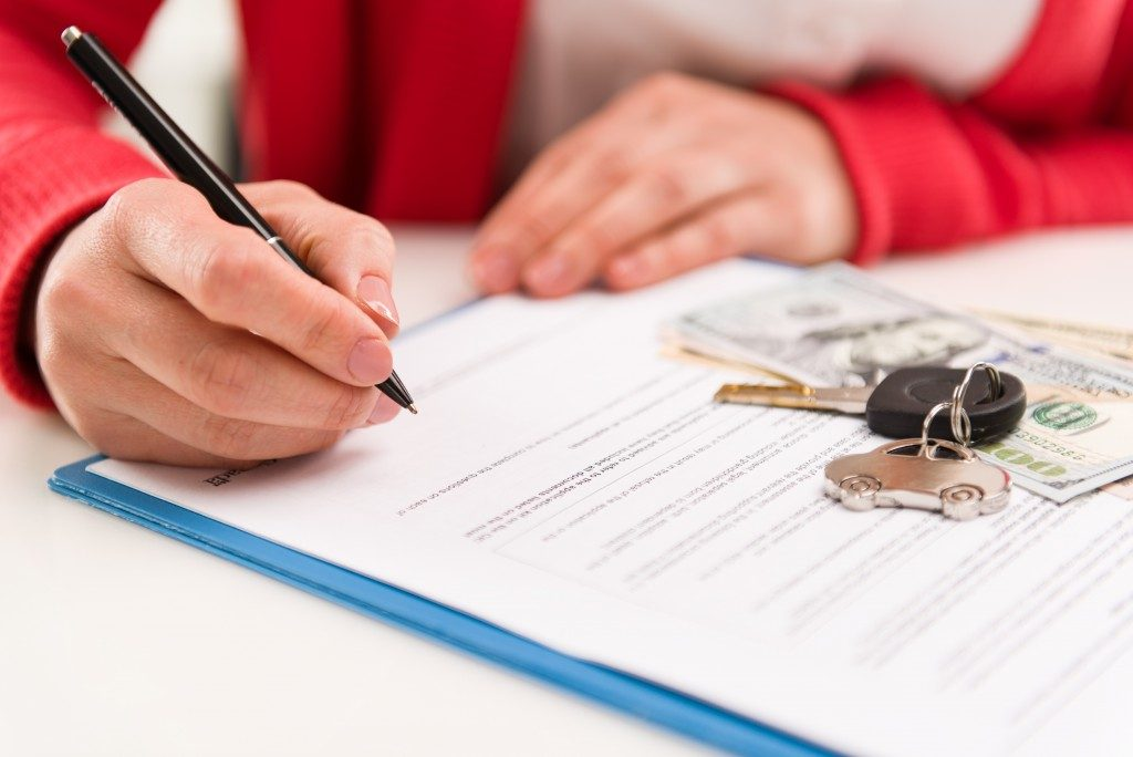 Reading contract of car rental
