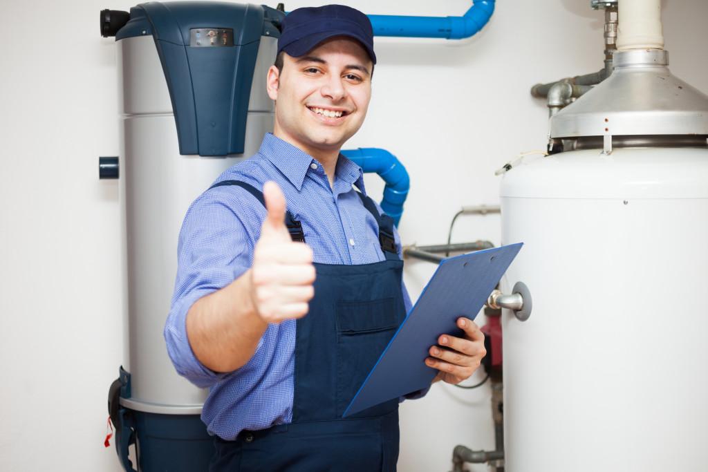 repair man giving thumbs up
