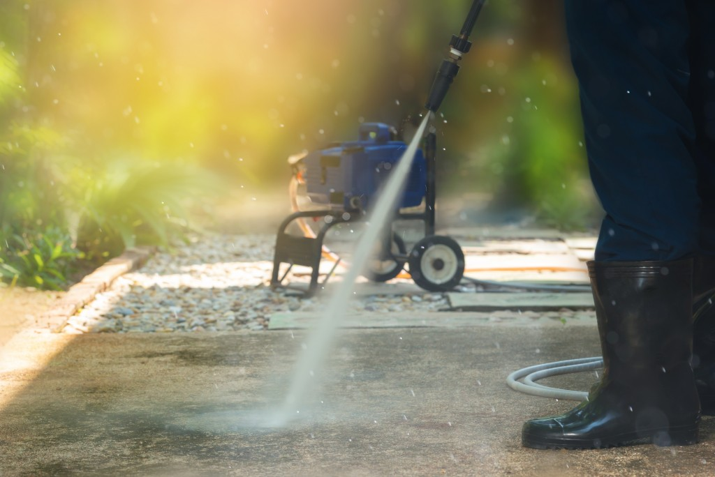 cleaning pavement with water