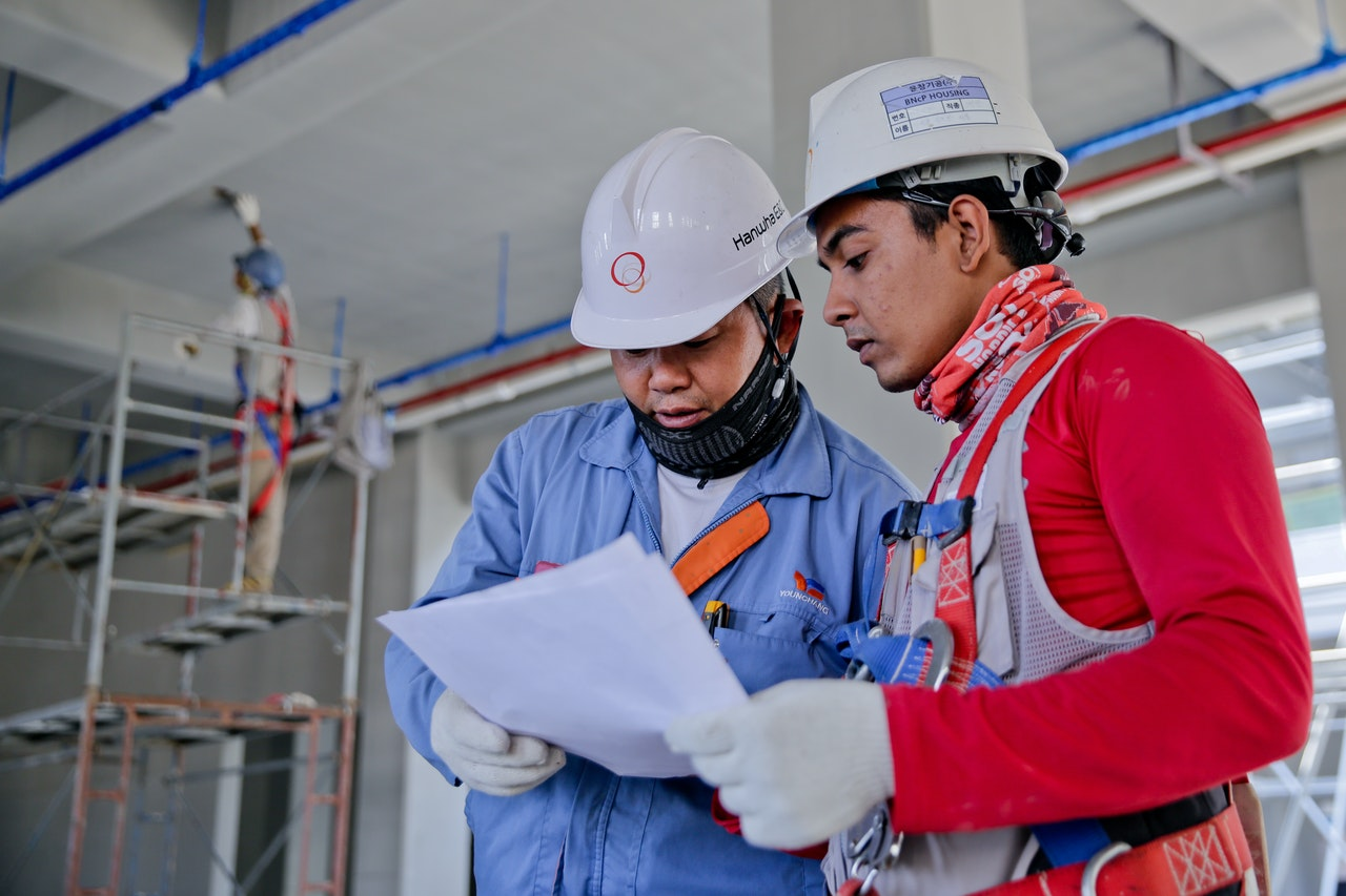 construction workers discussing the plans