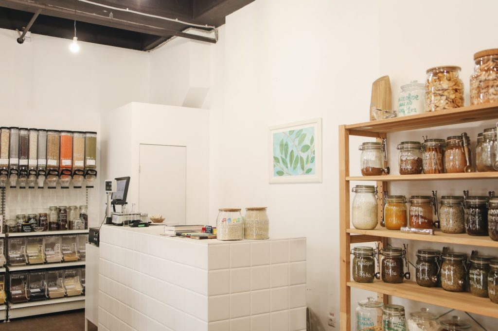 a store that uses reusable packaging